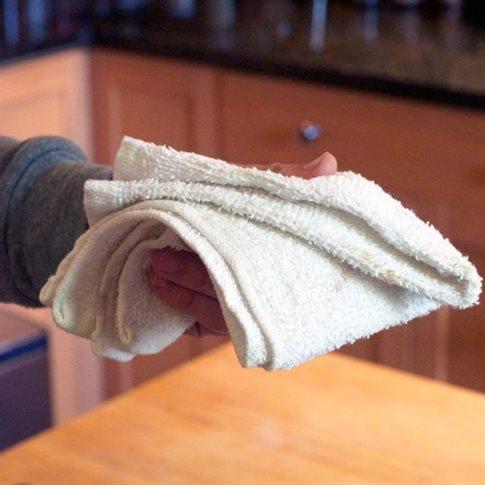 Τι κινδύνους κρύβουν οι πετσέτες της κουζίνας;