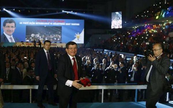 Τουρκία: Προεδρικό σύστημα ο στόχος του AKP, αλλά τα ποσοστά πέφτουν