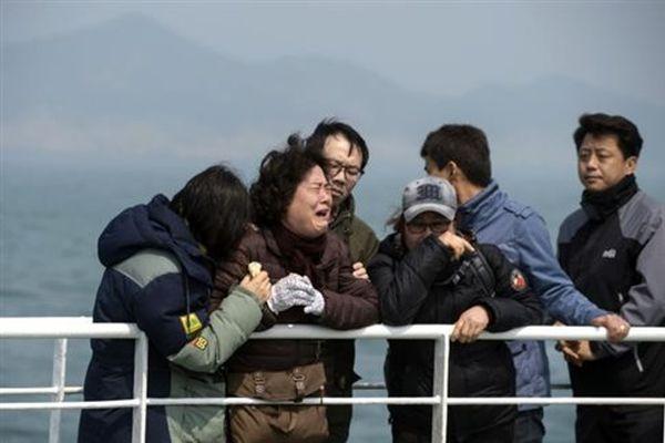Ναυάγιο Sewol: Έναν χρόνο μετά, δάκρυα στον τόπο της τραγωδίας