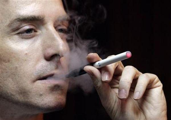 Το ηλεκτρονικό τσιγάρο δυσκολεύει τη μείωση ή τη διακοπή του καπνίσματος