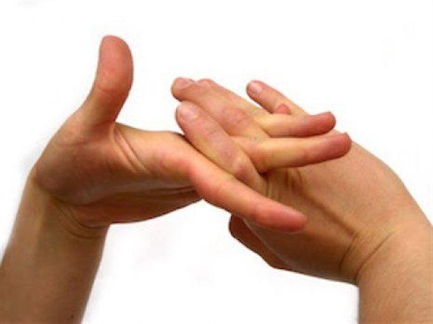 Βρήκαν γιατί κάνουν «κρακ» τα δάκτυλα όταν τα πιέζουμε