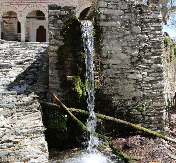 «Συναγερμός» για το πηγαίο νερό από τις υγειονομικές αρχές και τη ΔΕΥΑΜΒ