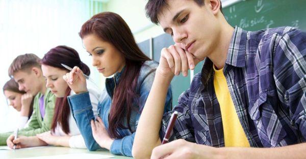 Επιμένει στη σχολειοκεντρική κατανομή των μαθητών