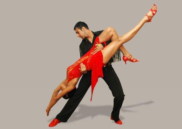 Με λάτιν χορούς
