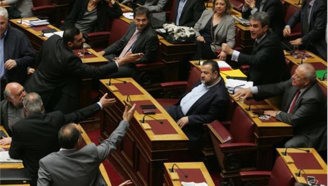 Πρωτοφανής ένταση στη Βουλή κατά τη συζήτηση για την ΠΝΠ