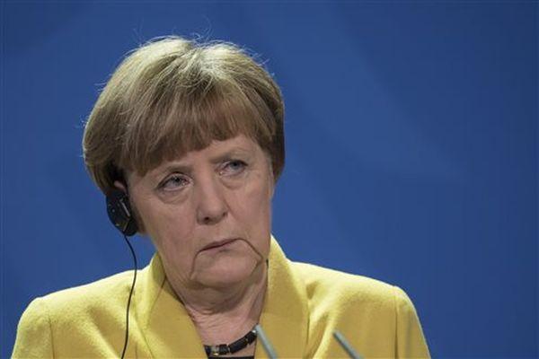 Μέρκελ: Θα κάνουμε τα πάντα για να μείνει η Ελλάδα στο ευρώ