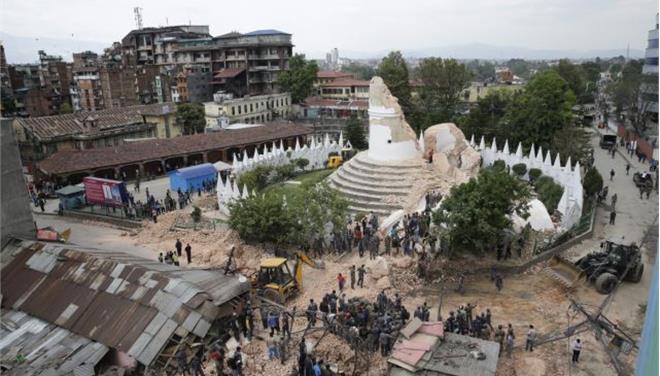 Νεπάλ: Ο σεισμός ισοπέδωσε τον πύργο Νταραχάρα του 19ου αιώνα
