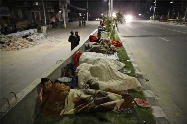 Ξεπερνούν τους 3.200 οι νεκροί στο Νεπάλ (βίντεο)