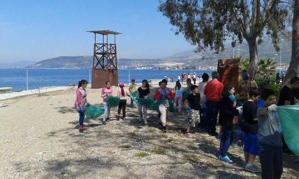 Συνεχίζεται ο καθαρισμός των παραλιών της Μαγνησία