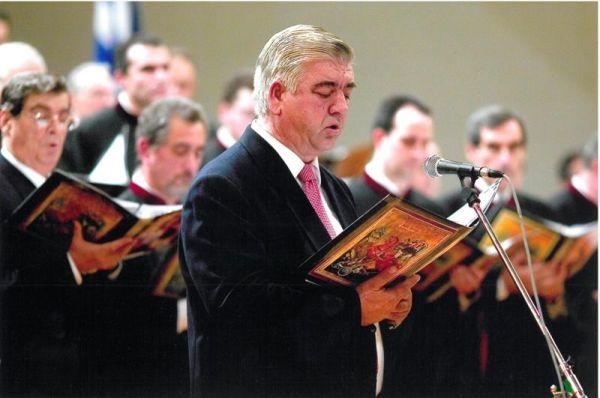 Ανώτατη τιμητική διάκριση στον πρωτοψάλτη Πέτρο Μπλάνα
