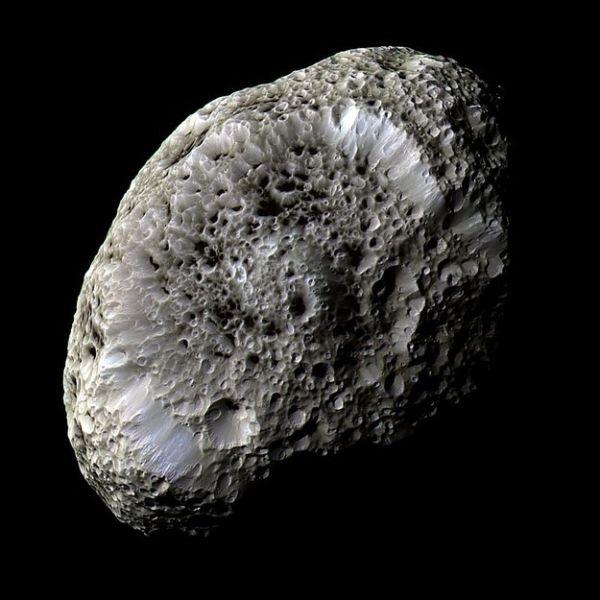 Υπερίων: το φεγγάρι του Κρόνου που μοιάζει με σφουγγάρι
