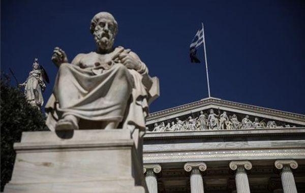 Ο ακαδημαϊκός Β.Πετράκος επανεξελέγη γγ της Ακαδημίας Αθηνών