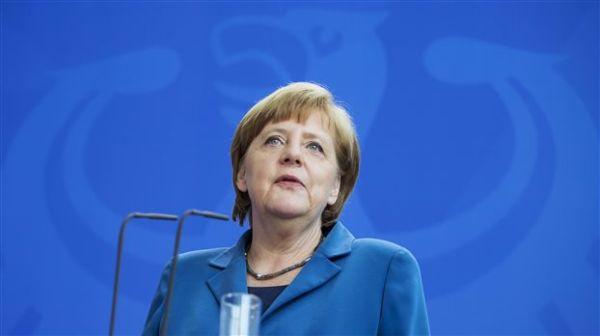 Μέρκελ: Υπερασπίστηκε τη γερμανική συνεργασία με την NSA