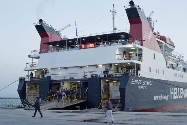 Ενα μόνο πλοίο στη γραμμή Βόλος-Σποράδες