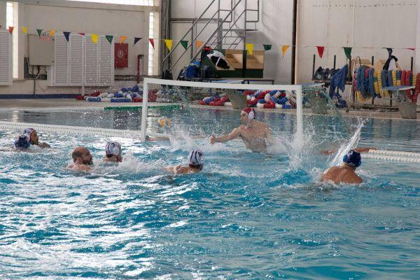 Νίκη και ΟΕΑ/ΝΑΒ στην πισίνα