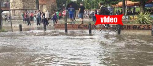 H Θεσσαλονίκη έγινε... ποτάμι μετά από ισχυρή καταιγίδα