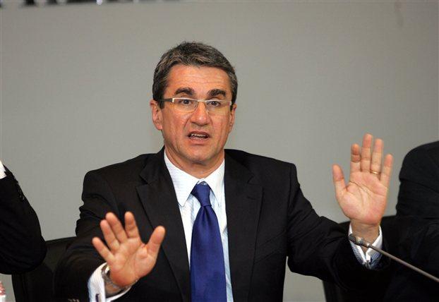 Έτοιμος να διεκδικήσει την ηγεσία του ΠΑΣΟΚ δηλώνει ο Ανδρέας Λοβέρδος