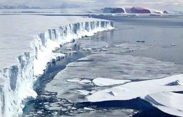 Λιώνει η μεγαλύτερη κρηπίδα πάγου στην Ανταρκτική