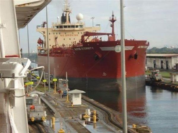 Με ιρανική εξέδρα πετρελαίου είχε συγκρουστεί το πλοίο που δέχθηκε πυρά στον Κόλπο