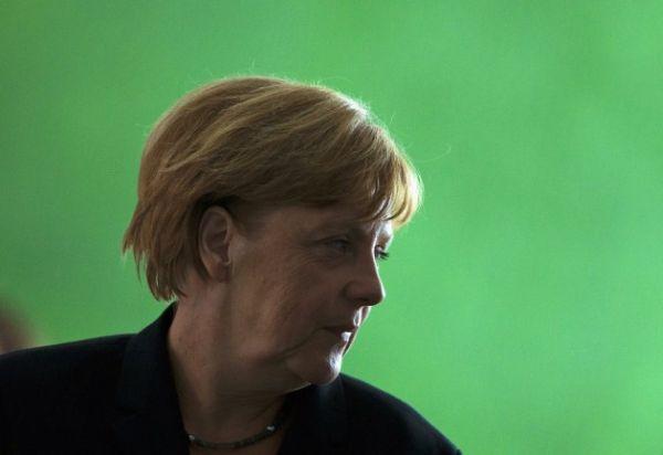 Spiegel: Υποπτη η σιωπή της Μέρκελ για τις υποκλοπές