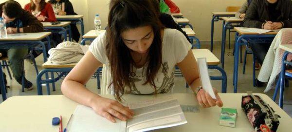 Πανελλήνιες 2015: Με Βιολογία, Φυσική, Μαθηματικά και Ιστορία συνεχίζονται οι εξετάσεις