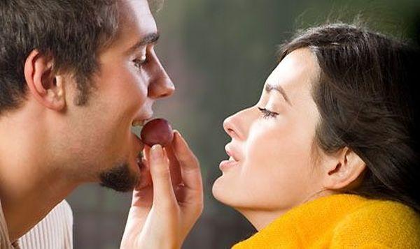 Η ορμόνη που μας «μεθάει» στον έρωτα