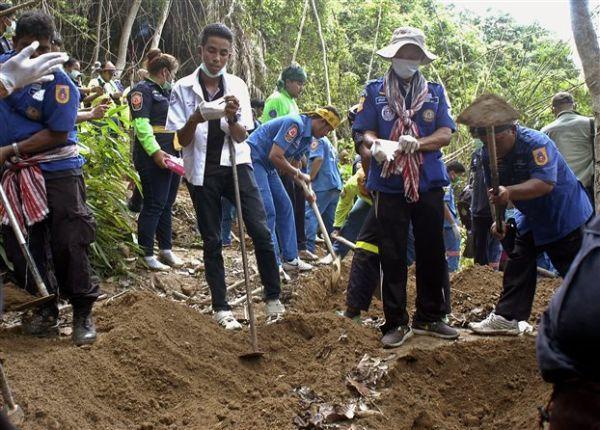 Μαλαισία: Βρέθηκαν 139 τάφοι μεταναστών, οι περισσότεροι ομαδικοί