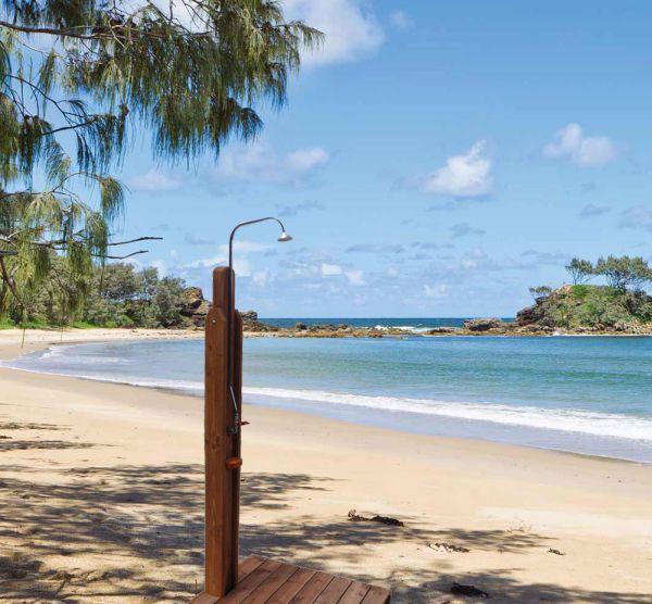 Κλοπή ντουζιέρων στις κεντρικές παραλίες