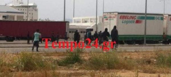 Πάτρα: Απεγνωσμένοι μετανάστες μπαίνουν στο λιμάνι για να μπουν τα καράβια προς Ιταλία