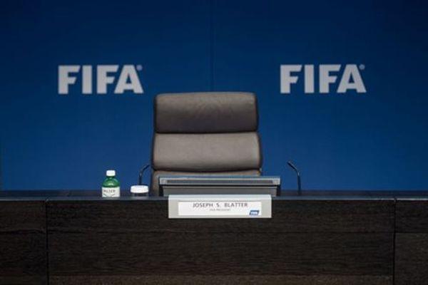 Σεισμός FIFA: Ο παραιτηθείς Μπλάτερ φέρεται να μπαίνει στο στόχαστρο του FBI