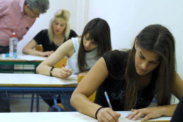 Πανελλαδικές Εξετάσεις: Η σκυτάλη στα ΕΠΑΛ