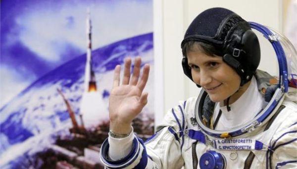 Η Σαμάνθα Κριστοφορέτι έσπασε το ρεκόρ συνεχόμενης παραμονής γυναίκας στο διάστημα