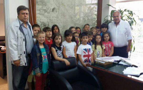 Επίσκεψη μαθητών του 1ου Δημοτικού Σχολείου Βελεστίνου στο δημαρχείο