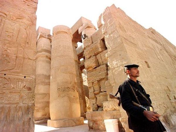 Επίθεση αυτοκτονίας κοντά στο Λούξορ της Αιγύπτου