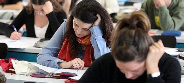 Καταγγελία Φορτσάκη για τις Πανελλήνιες: Μάθημα εκτός ύλης μπήκε στις εξετάσεις