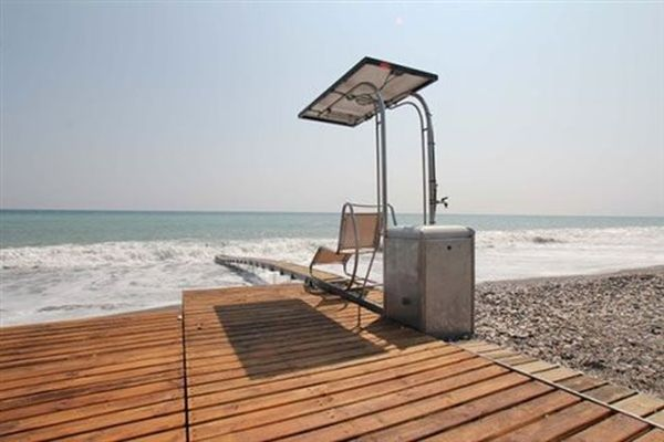 Ράμπες για ΑμΕΑ σε παραλίες στην Ανάβυσσο και το Λαγονήσι