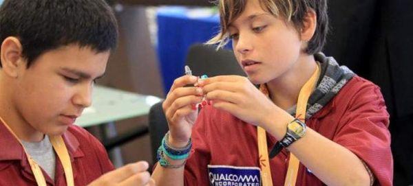 Το σχολείο που μαθαίνει σε μαθητές να φτιάχνουν ρομπότ