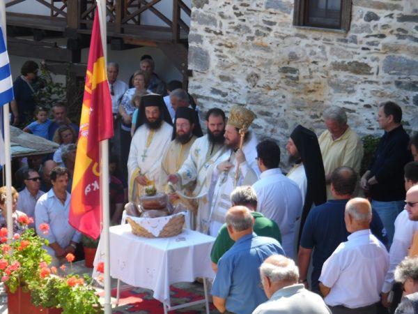 Πλήθος πιστών στη Λαμπινού