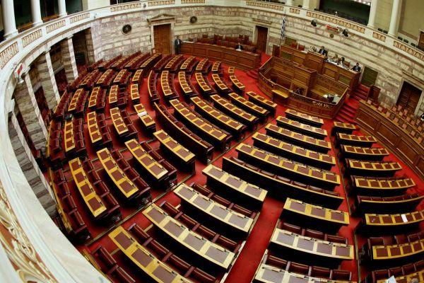 Η Κατ. Παπανάτσιου εισηγήτρια στο μίνι φορολογικό στη Βουλή
