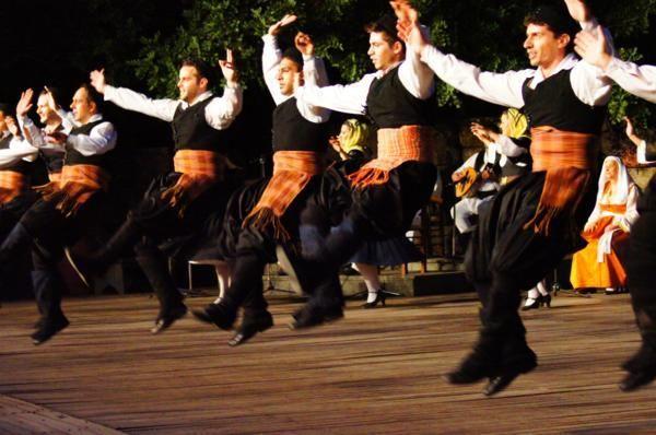 Χορευτική εκδήλωση στην πλατεία Χρυσοχοΐδη