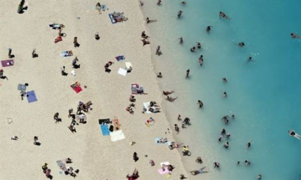 Γερμανοί τουρίστες στην Ελλάδα: «Oλοι μας φέρονται φιλικά»