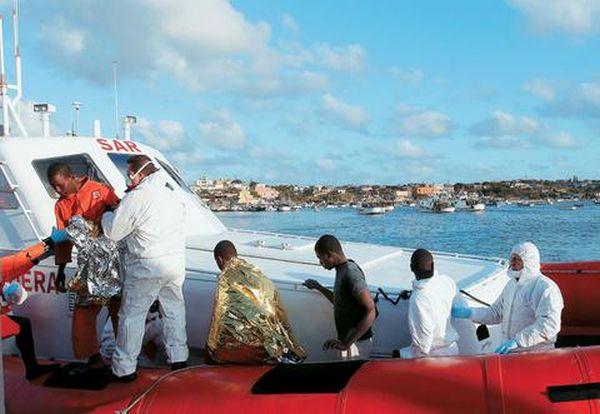 Ιταλία: Εντόπισαν νεκρό ναυαγό μετανάστη