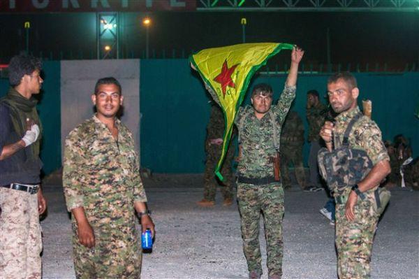 Oι Κούρδοι κατέλαβαν στρατιωτική βάση κοντά στην «πρωτεύουσα» της ISIS