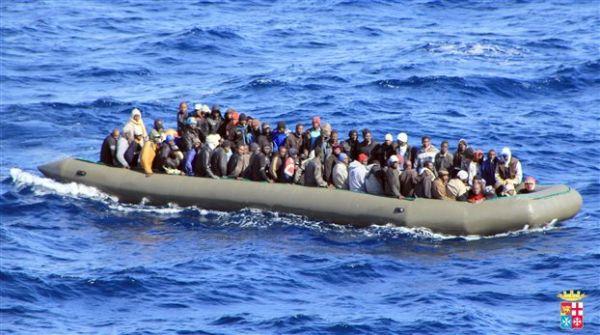 Νεκρός από πυροβολισμό μετανάστης σε φουσκωτό που έπλεε προς Ιταλία