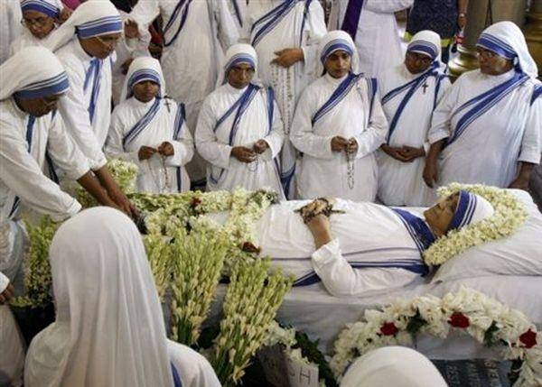 Πέθανε η αδελφή Νιρμάλα, διάδοχος της Μητέρας Τερέζας