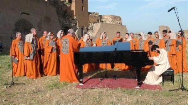 Αρμένιος πιανίστας έδωσε συναυλία σε ερείπια πρώην αρμένικης πόλης