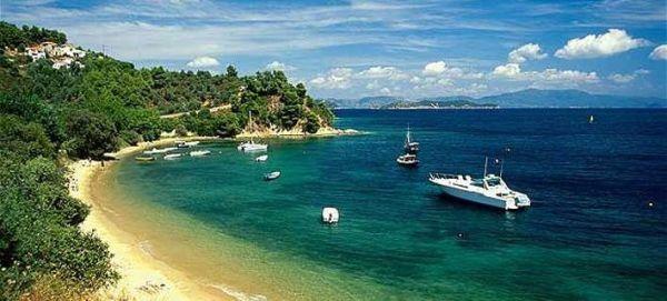 Telegraph: Η κατάργηση των απαλλαγών στα νησιά θα πλήξει τον τουρισμό της Ελλάδας