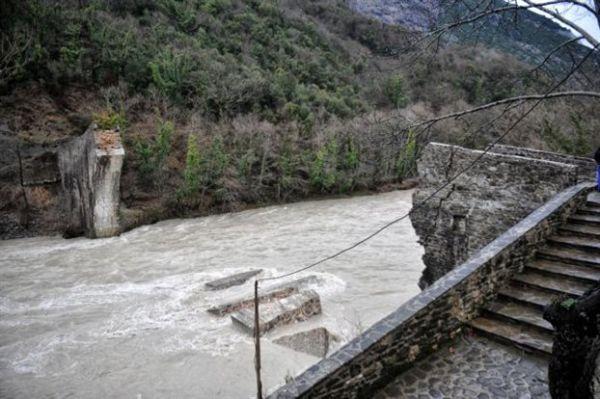 Ξεκινούν οι εργασίες αναστήλωσης του ιστορικού γεφυριού της Πλάκας