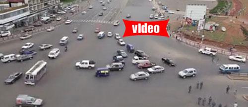 Δείτε πώς οδηγούν στην Αιθιοπία...
