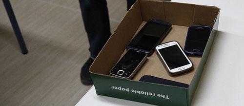 Κατηγορούμενη για ένα κινητό εκπαιδευτικός του Βόλου
